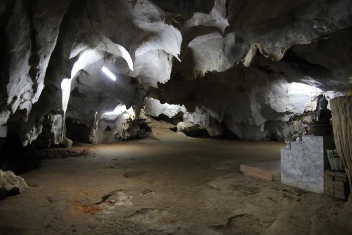 Тайгер Кейв (Tiger Cave Temple) - пещера тигра и большой будда на горе с 1237 ступенек