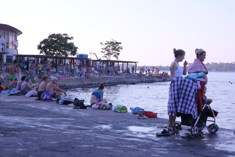 Севастополь - городской пляж, самое близкое место что бы поплавать в центре города
