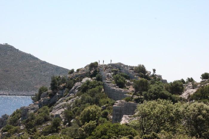 Старая крепость где-то в районе Мармариса и черепахи в Турции